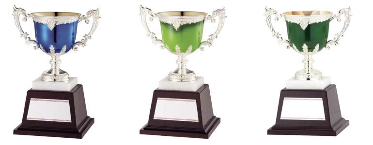 3種のカラーバリエーションの優勝カップ